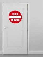 puerta solo chicos