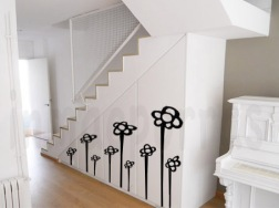 rincón blanco con flores con marca de agua
